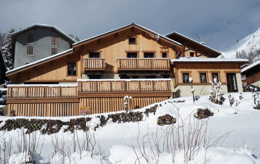 Location de vacances - Chalet à Champagny-en-Vanoise - Vue d'ensemble du Tougne en saison hivernale