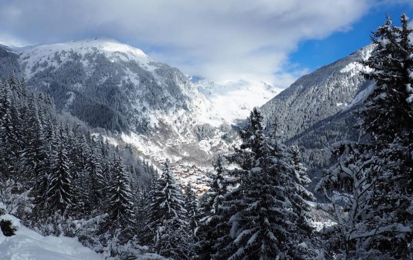Location de vacances - Chalet à Champagny-en-Vanoise - En prenant de la hauteur sur les chemins de randonnée, à ski ou en raquettes