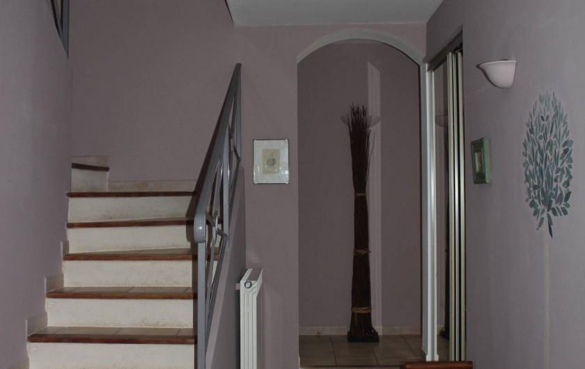 Location de vacances - Maison - Villa à Forcalqueiret - Entree et escalier.