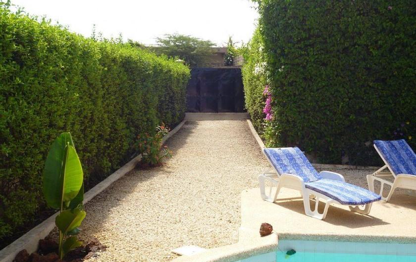 Location de vacances - Villa à Somone - l'entrée  de la villa avec portail équipée d'une sonnette AUCUN VIS A VIS