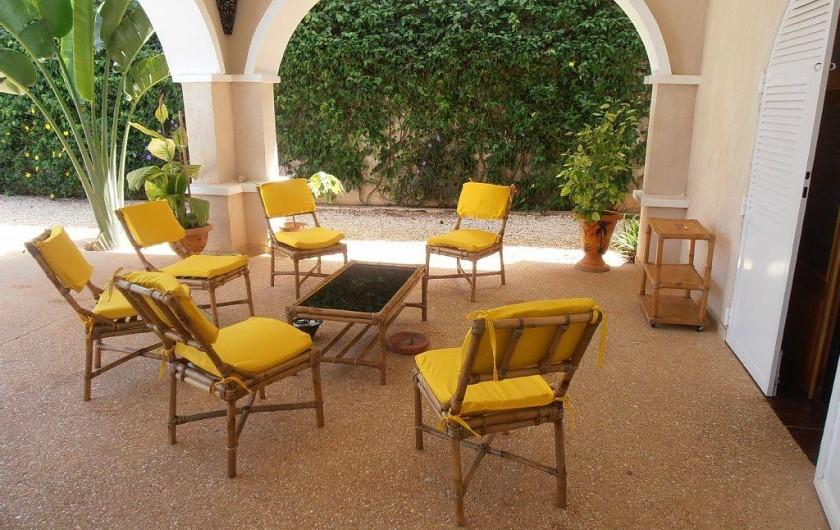 Location de vacances - Villa à Somone - un bon apéro sur la terrasse!! entièrement meublée