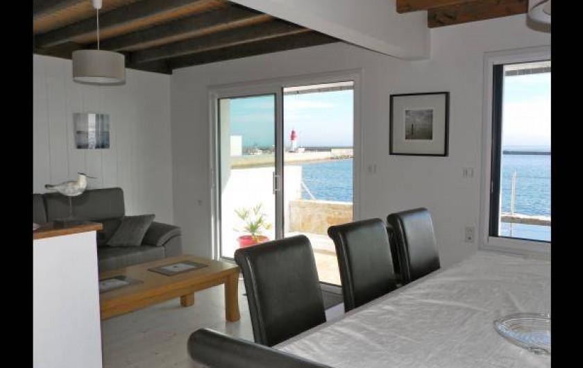 Location de vacances - Chambre d'hôtes à Guilvinec - vue sur la salle à manger de la cuisine