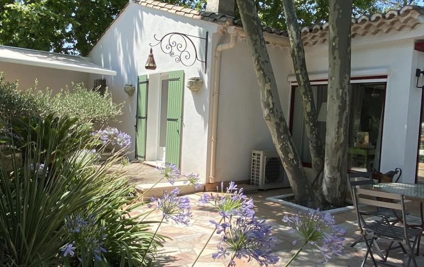 Location de vacances - Villa à Uzès - Terrasse avec store banne