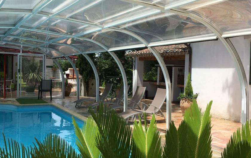 Location de vacances - Villa à Uzès - Barbecue face à la piscine