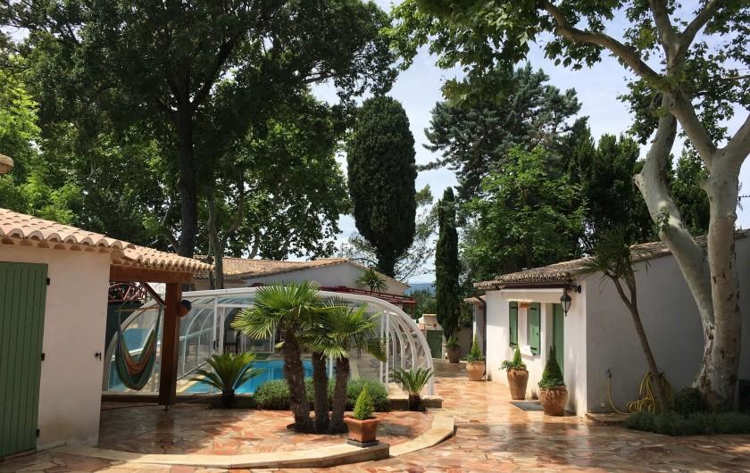 Location de vacances - Villa à Uzès - Barbecue  Douche