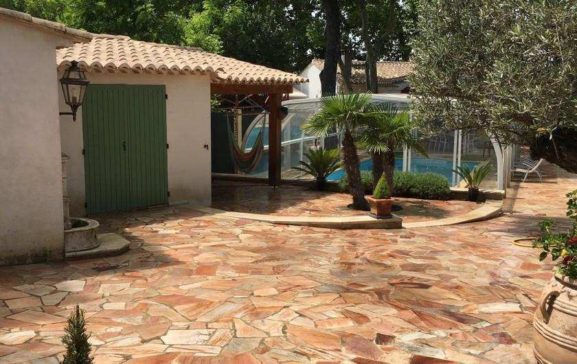 Location de vacances - Villa à Uzès - Cour sécurisée pour 3 voitures