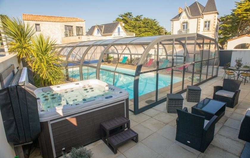 Location de vacances - Villa à Saint-Gilles-Croix-de-Vie - NOTRE SALON PISCINE