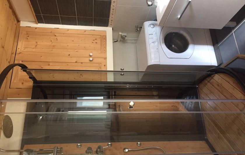 Location de vacances - Appartement à Saint-Gervais-les-Bains - Douche de la Salle de bain des chambres