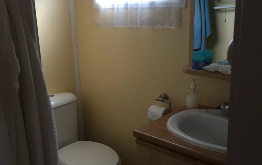 Location de vacances - Bungalow - Mobilhome à La Bourboule - salle de douche