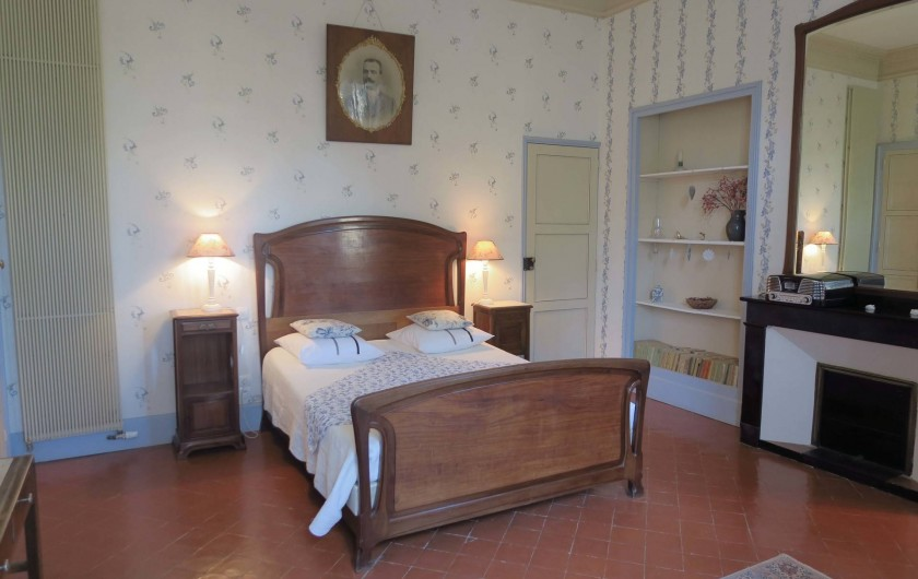"""Location de vacances - Chambre d'hôtes à Ouveillan - la chambre """"Majorelle"""""""