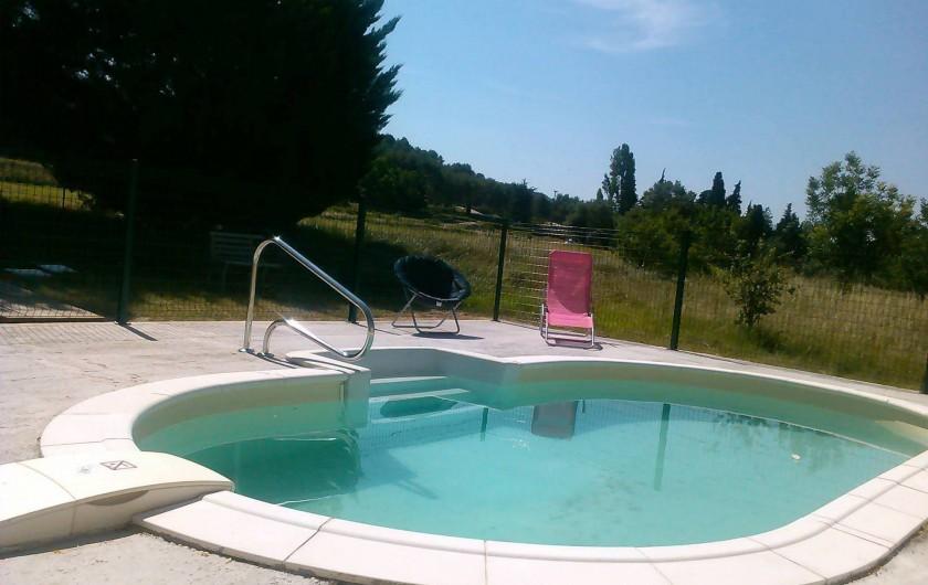 Location de vacances - Appartement à Cavaillon - piscine avec vue sur le parc du Luberon