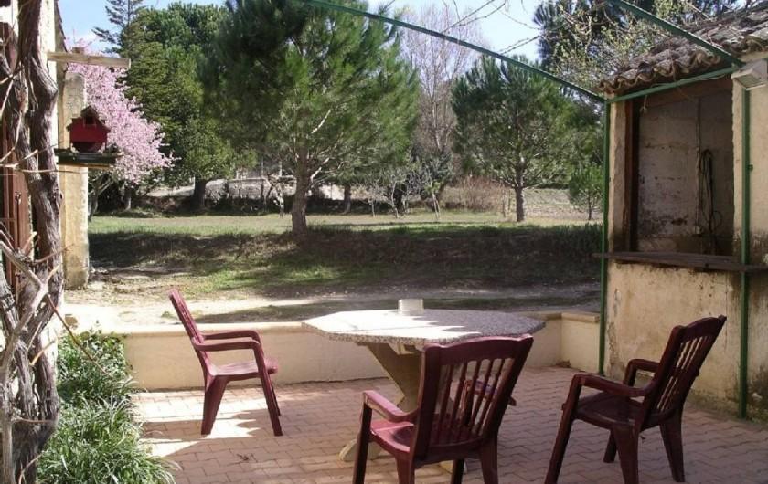 Location de vacances - Appartement à Cavaillon - terrage ombragée