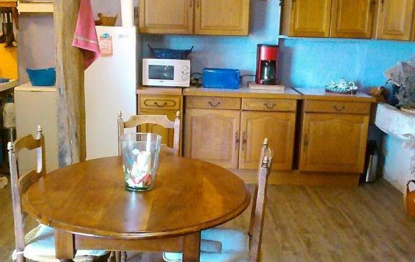 Location de vacances - Appartement à Cavaillon - salle à manger vue sur la cuisine