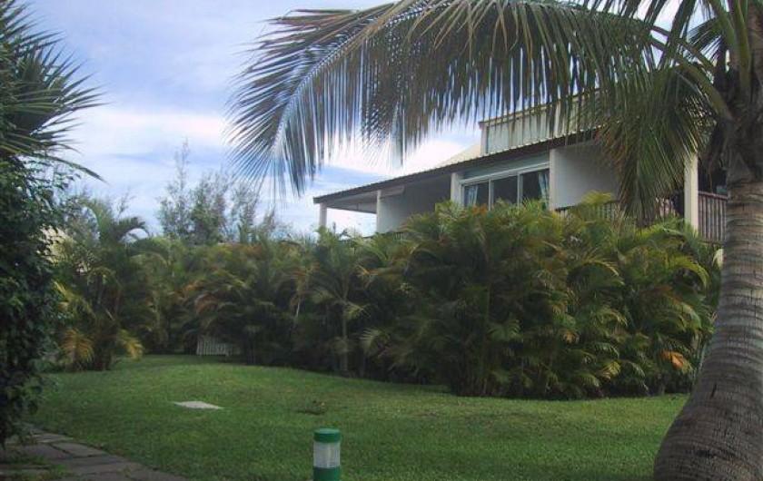 Location de vacances - Appartement à Saint-Gilles les Bains - Vue sur la varangue