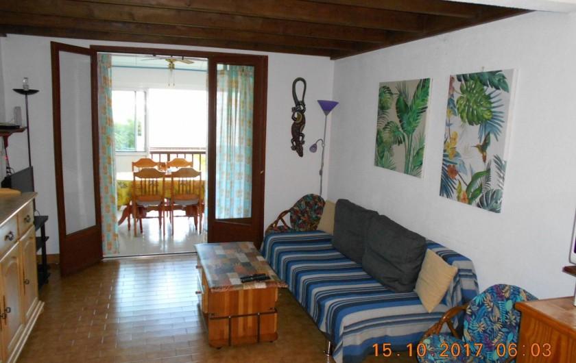 Location de vacances - Appartement à Saint-Gilles les Bains - Pièce à vivre