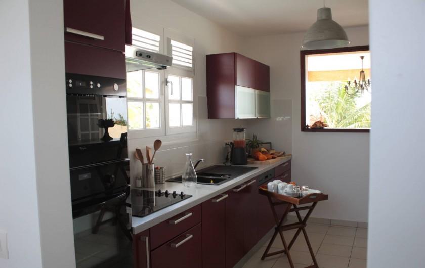 Location de vacances - Villa à Saint-François - Cuisine frigo américain lave vaisselle micro onde four et plaques électriques