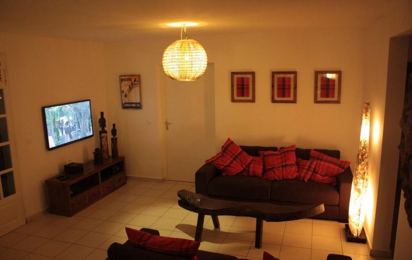 Location de vacances - Villa à Saint-François - 1er salon intérieur écran plat chaine hifi lecteur DVD 3D