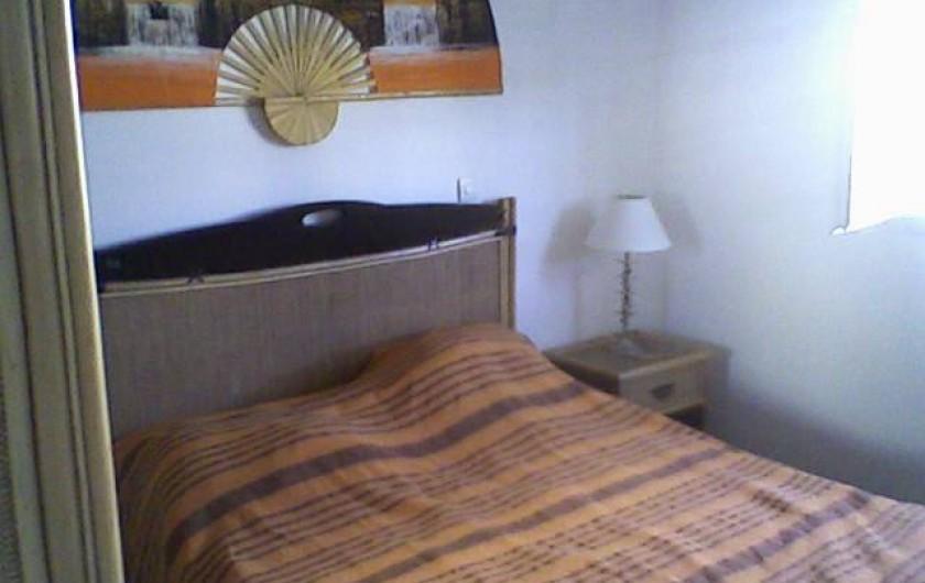 Location de vacances - Maison - Villa à Sainte-Anne - chambre orange avec lit double