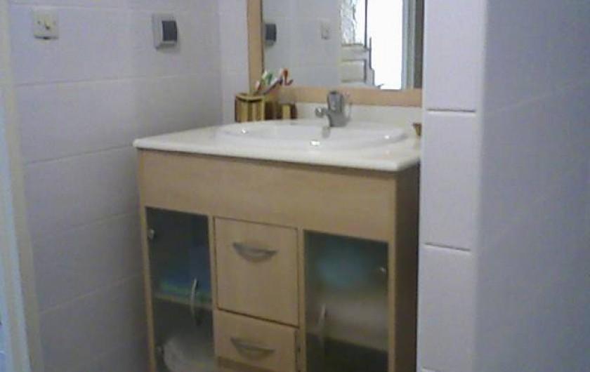 Location de vacances - Maison - Villa à Sainte-Anne - salle d'eau équipée avec machine à laver