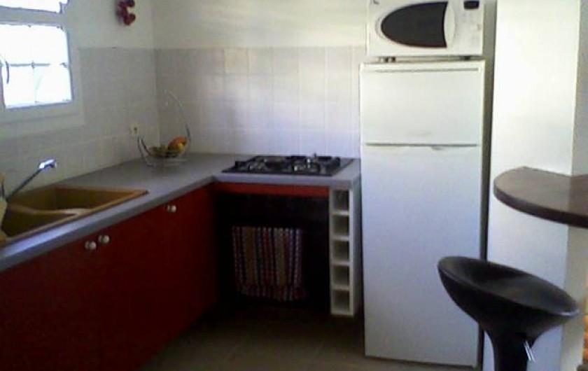 Location de vacances - Maison - Villa à Sainte-Anne - cuisine équipée à l'américaine.