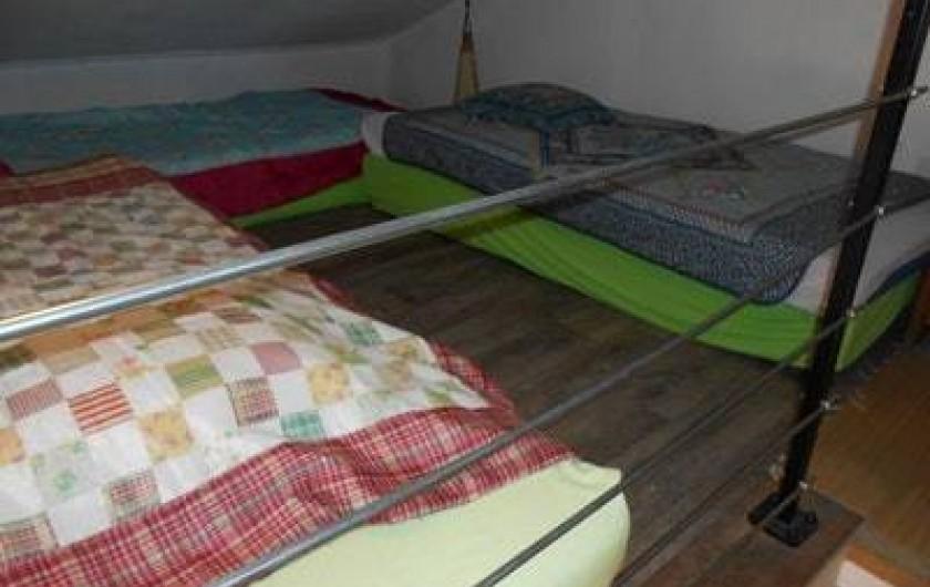 Location de vacances - Villa à Gujan-Mestras - chambre 2 : dans les combles, 3 lits enfants en 90