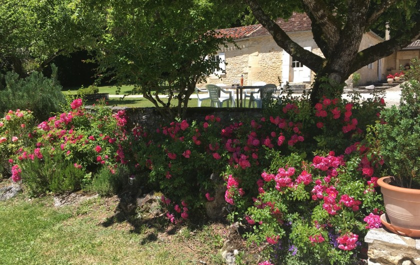 Location de vacances - Villa à Saint-Martin-des-Combes - Dolce vita à la piscine