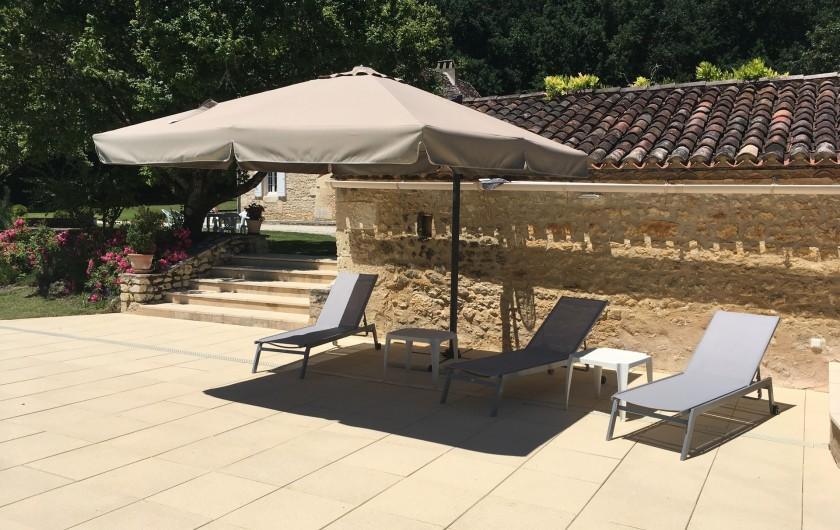 Location de vacances - Villa à Saint-Martin-des-Combes - Coin apéro près du four à pain