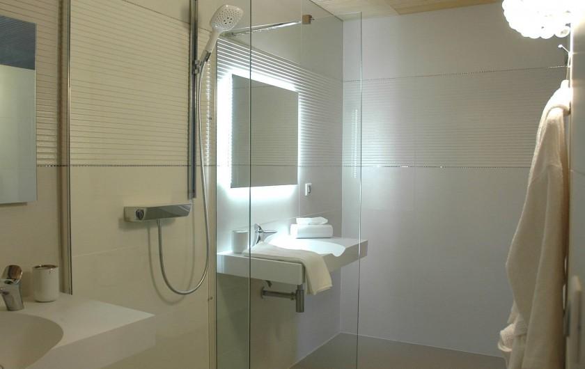 Location de vacances - Chambre d'hôtes à Nîmes - Sdb Luxe