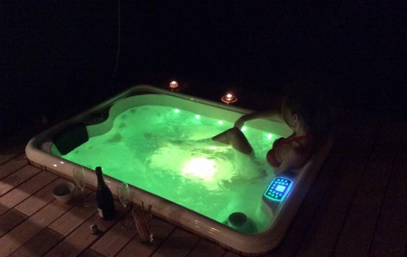 Location de vacances - Chambre d'hôtes à Nîmes - Jacuzzi privatif dans chaque lodge
