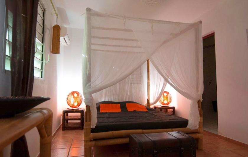 Location de vacances - Villa à Saint-François - La première chambre en bambou