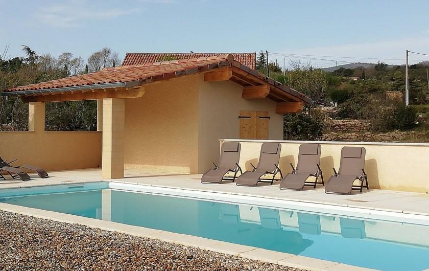 Location de vacances - Villa à Les Vans - La piscine avec poolhouse