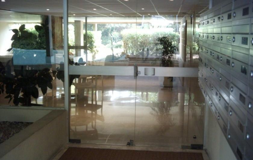 Location de vacances - Appartement à Cannes - Cannes beach- Hall sécurisé