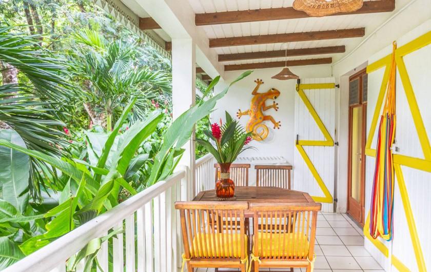Location de vacances - Cabane dans les arbres à Deshaies - Au jardin des colibris La vue depuis Secret Lodge et Nature Bay