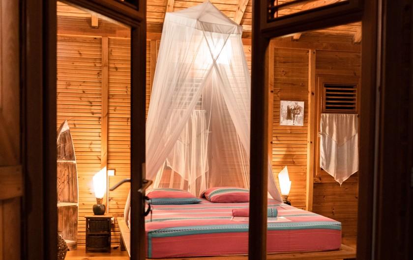 Location de vacances - Cabane dans les arbres à Deshaies - Au cœur de la nature ... Bienvenue au jardin des colibris !