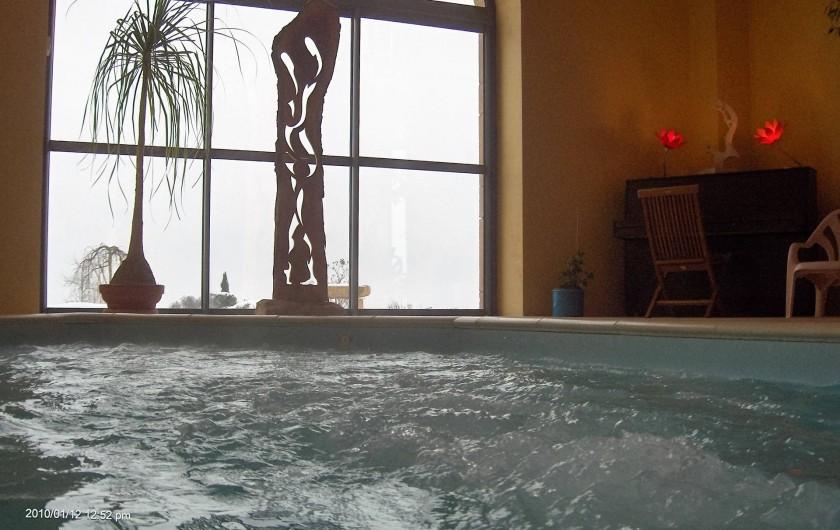 Location de vacances - Chambre d'hôtes à Saint-Laurent-d'Oingt - Les remous de la piscine et le coin piano