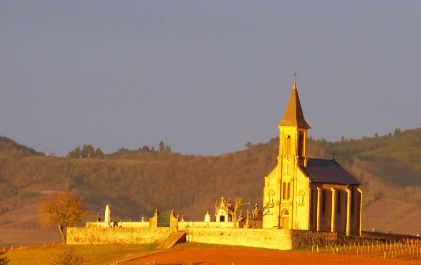 Location de vacances - Chambre d'hôtes à Saint-Laurent-d'Oingt - La chapelle de Saint Laurent depuis nos fenêtres