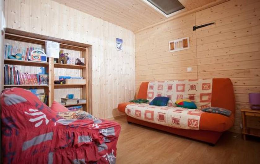 Location de vacances - Gîte à Fournets-Luisans - Bibliothèque couchage