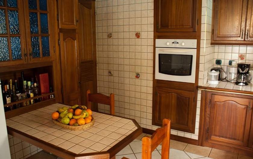 Location de vacances - Villa à Saint-Pierre - cuisine aménagée et équipée
