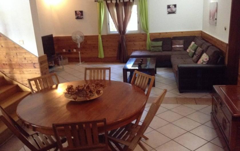 Location de vacances - Villa à Saint-Pierre - Salon d'angle avec grande TV
