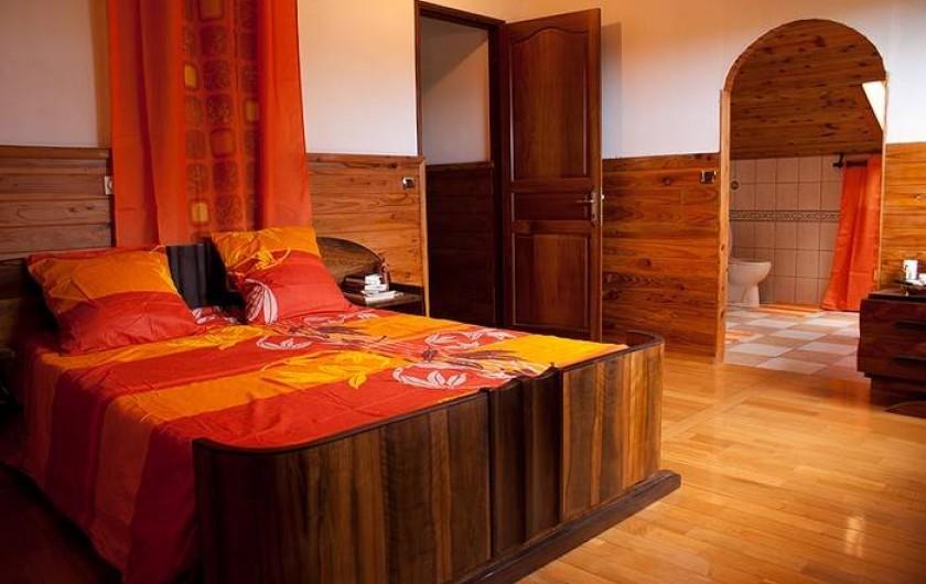 Location de vacances - Villa à Saint-Pierre - Chambre parentale 1 : decor créole,  climatisée