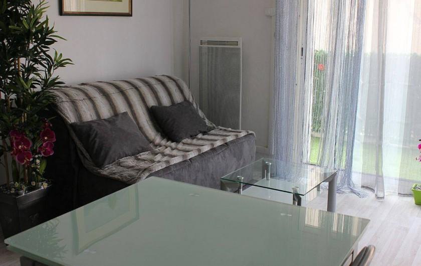 Location de vacances - Studio à L'Isle-sur-la-Sorgue - Le BZ est très confortable (matelas Bultex)