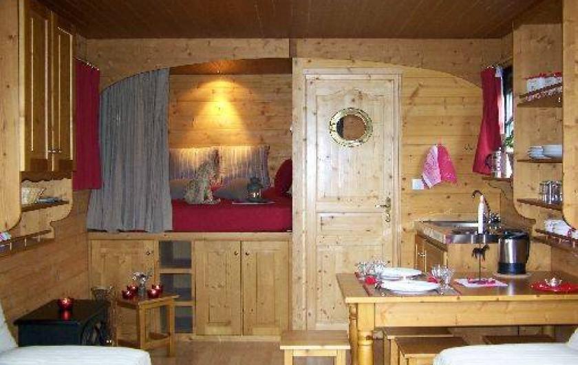 Location de vacances - Roulotte à La Chapelle-Blanche-Saint-Martin - Roulotte, intérieur chaleureux, pour des vacances inoubliables (Indre et Loire)