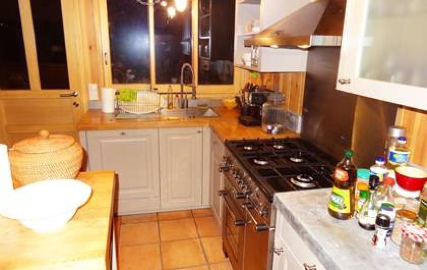 Location de vacances - Villa à Le Cap Ferret - Cuisine avec vue sur le jardin