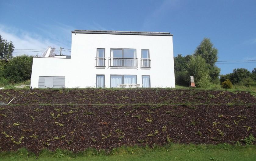 Location de vacances - Villa à Malmedy - Vue d'ensemble  côté jardin