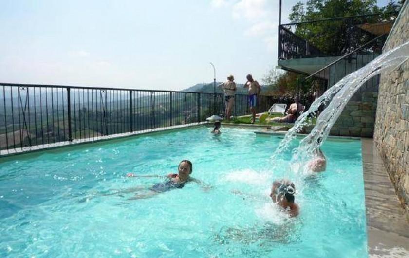 Location de vacances - Appartement à Verduno - Piscine avec chute d'eau