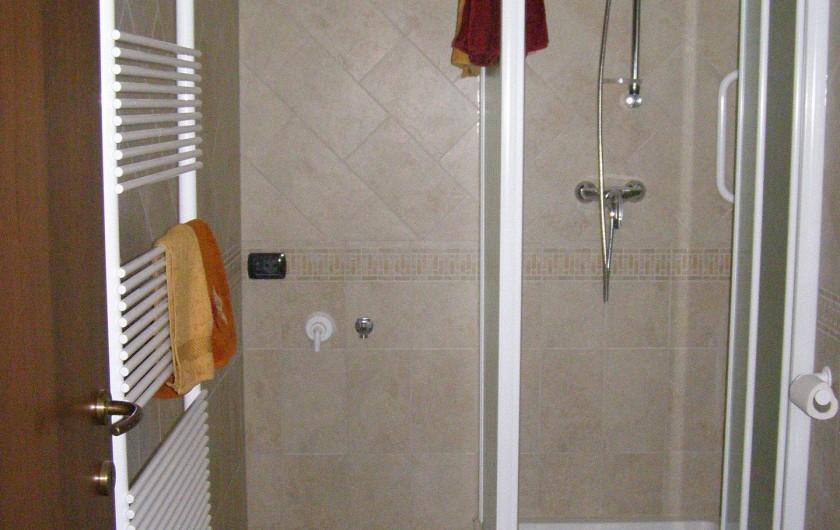 Location de vacances - Appartement à Verduno - Toilette Marrone