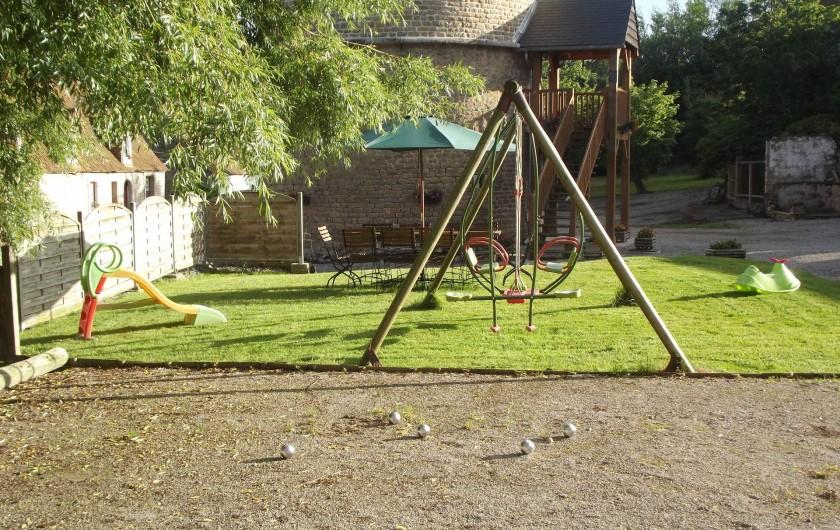 Location de vacances - Insolite à Baincthun - Le jardin, coté terrain de pétanque et balançoire