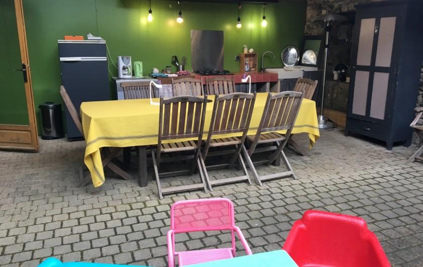 Location de vacances - Gîte à Saint-Loup-Lamairé - La Cuisine d'été équipée