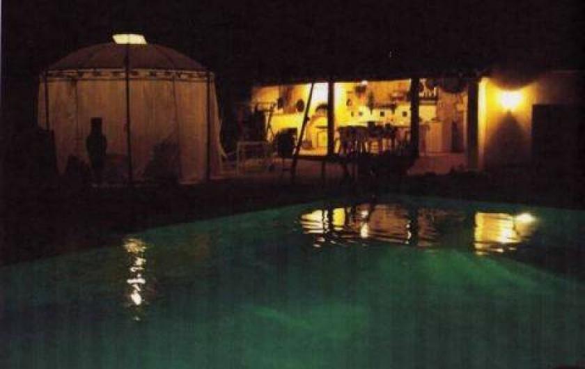 Location de vacances - Gîte à Bouchet - PISCINE LA NUIT UN SOIR D ETE