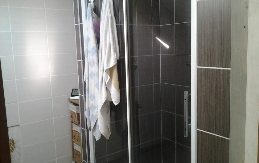 Location de vacances - Chambre d'hôtes à Fresse - Salle de douche et WC à l'étage